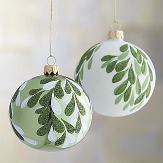mistletoe-ball-ornaments